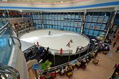 Interior del moderno centro comercial, oae — Foto de Stock