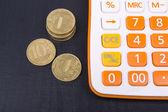 Деньги и калькулятор — Стоковое фото