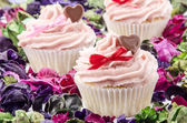Valentine cupcake with heart and bow — Stock Photo