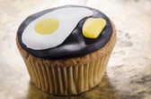 Cupcake with fried egg and mustard — Stock Photo