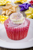Cupcake with strawberry buttercream — Stock Photo