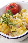 Gebakken aardappelen met rozemarijn — Stockfoto