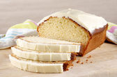 Loaf cake with cream cheese icing — Stock Photo