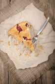 Strawberry crumble cake on kitchen papier — Stock Photo