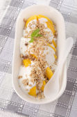 Mango with cereals and yogurt — 图库照片