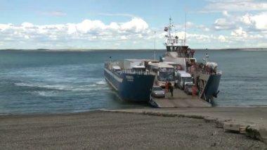 Ferry uploagind — Stock Video