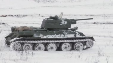 Legendary Russian Tank T34 in snowy weather — Stock Video