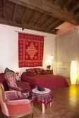 Slaapkamer in rode kleuren — Stockfoto