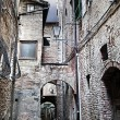 Narrow street between buildings (Siena. Tuscany, Italy) — Stock Photo