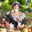 Woman drinking tea — Stockfoto