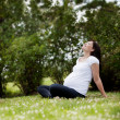 Pregnant Woman in Park — Stockfoto