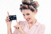 Woman holding Old Camera — Stock fotografie