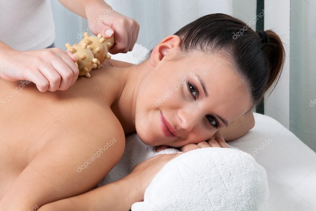 Woman receiving a back massage in spa. — Stock Photo #12674067