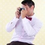 Retro Männchen mit Messsucher-Kamera — Stockfoto
