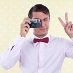 Retro männlich mit alten Kamera — Stockfoto