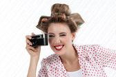 Mujer con cámara de 35mm — Foto de Stock