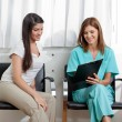 Dentist And Patient Looking At Clipboard - Foto Stock