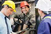 Les travailleurs et les superviseurs à l'entrepôt — Photo