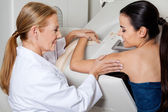 Doctor Assisting Patient During Mammography — 图库照片
