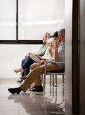 Sentado na sala de espera — Foto Stock