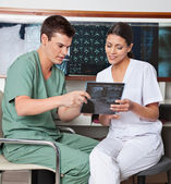 Medical Technicians Discussing About X-ray — Stock Photo