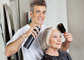 Hairstylist Setting Up Customer's Hair — Stock Photo
