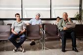Warten im krankenhaus-lobby — Stockfoto