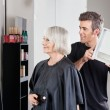 Hairstylist Showing Finished Haircut To Woman — Stock Photo