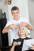 Hairstylist Cutting Woman's Hair In Salon — Stock Photo