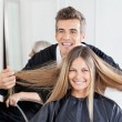 Hairdresser Examining Customer's Hair St Salon — 图库照片