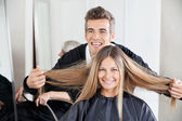 Hairdresser Examining Customer's Hair St Salon — Stock Photo