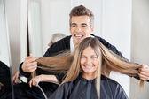 Hairdresser Examining Customer's Hair St Salon — Stock Photo