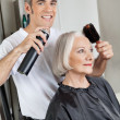 Hairdresser Setting Up Customer's Hair — Stock Photo