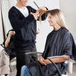Hairstylist Cutting Customer's Hair In Parlor — Foto de Stock