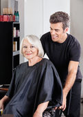 Client With Hairstylist Standing Behind — Stock Photo