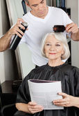 Hairstylist Setting Up Client's Hair At Salon — Stock Photo