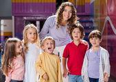 Teacher With Group Of Children In Preschool — Stock Photo