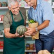 Salesman Assisting Male Customer In Shopping Vegetables — Stock Photo