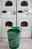 Verlassene Wäschekorb — Stockfoto