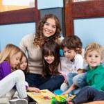 Teacher Sitting With Children On Floor — Stock Photo