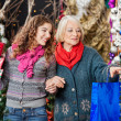 Mother And Daughter Shopping For Christmas Ornaments — Stockfoto