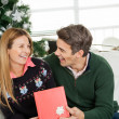 Happy Couple With Christmas Gift — Стоковое фото