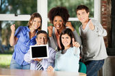 Teacher Holding Digital Table With Students Gesturing In Classro — Stock Photo