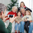 Father Photographing Family Through Smartphone — Foto Stock