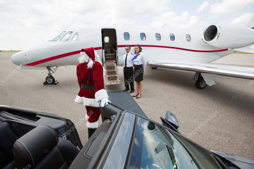 圣诞老人走到我的私人飞机