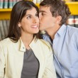 Man Kissing Girlfriend In College Library — Stok fotoğraf
