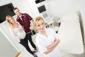 Doctor And Expectant Couple In Examination Room — Stock Photo