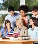 Female Teacher Explaining Students In Classroom — Stock Photo