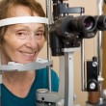 Senior Woman Undergoing Eye Examination — Stock Photo