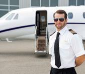 Confident Pilot Wearing Sunglasses — Stock Photo